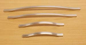 Úchytka Amélie 352/364 mm Ni-broušený ( imitace nerezi)