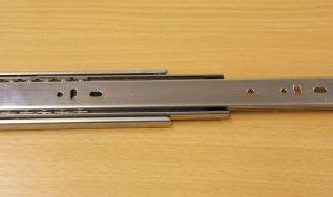 Kuličkový nábytkový plnovýsuv, boční montáž, délka 550 mm