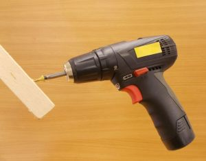 Vrut do dřeva se záp.hl. Uniquadrex zinek žlutý , 4x25 mm,bal=1000ks