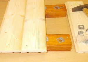Příchytka palubek s hřebem , pro tl. spodní drážky 3,8 mm, bal=100 ks