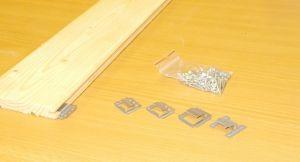 Příchytka palubek s hřebem , pro tl. spodní drážky 5,7 mm, bal=100 ks