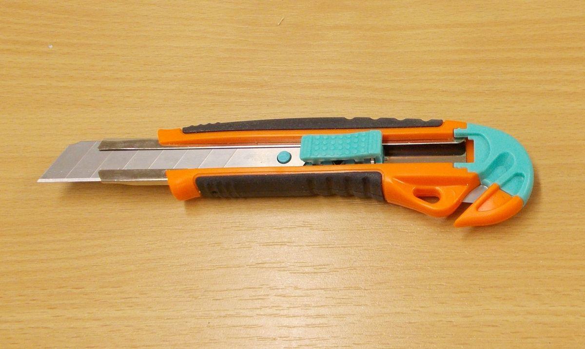 Odlamovací nůž model R 10 , s čepelí na šetrné rozdělení karton.krabic