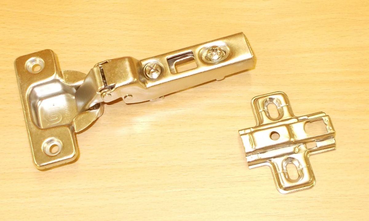 Závěs nábytkový STRONG Clip,polonaložený , 110st., včetně patky