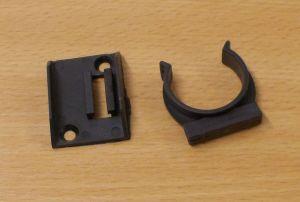 Příchytka soklu šroubovací k nožce 80 mm,černá