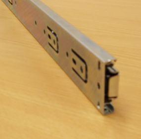 Kuličkový nábytkový plnovýsuv, boční montáž, délka 700 mm