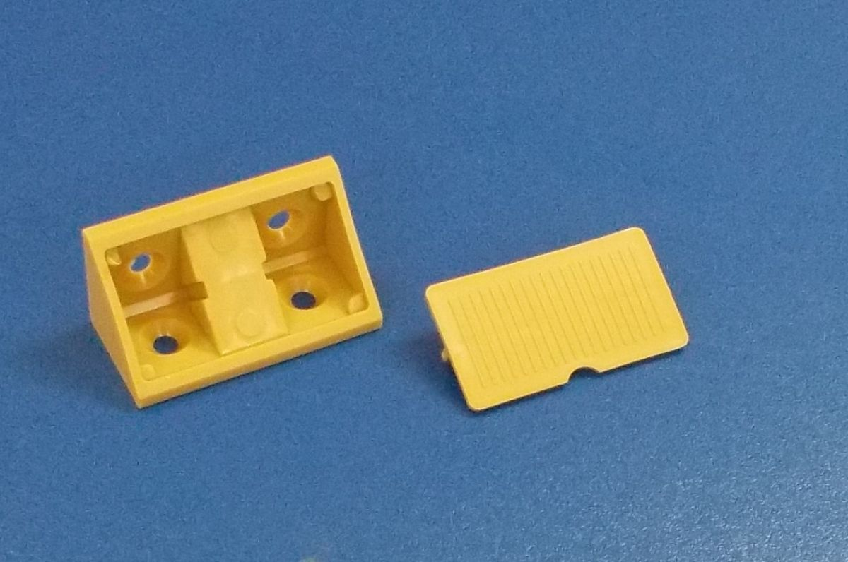 Plastový náb. rožek 4 otvorový, vedle sebe ,Buk/Olše , bal= 50 ks