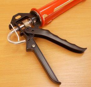 Vytlačovací pistole na silikony, robustní konstrukce , 1kus